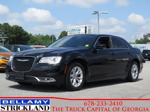 Pre-Owned 2016 Chrysler 300 Limited RWD 4dr Car